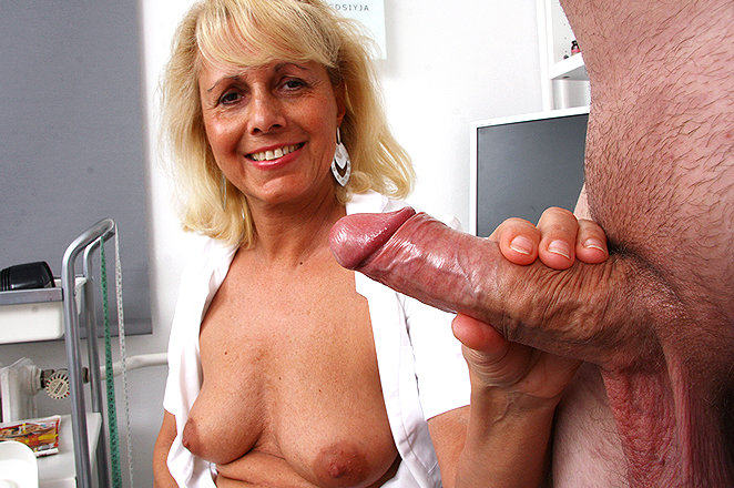 Apologise, hot milf cougar handjob