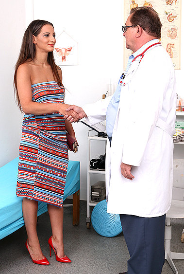 Laura Noirett gyno pussy exam video HD
