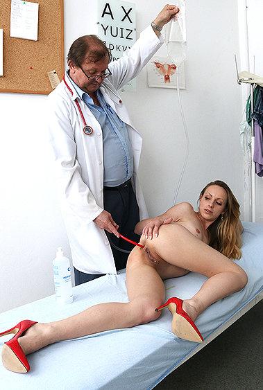Natalia Pearl gyno pussy exam video HD