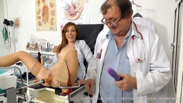 Elder voyeur-gynecologist spying on redhead hottie